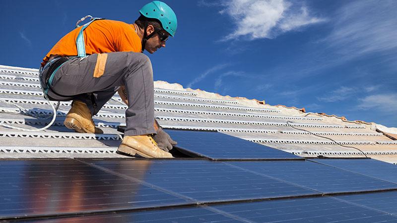 Panneaux solaires photovoltaïques : aides et subventions proposées